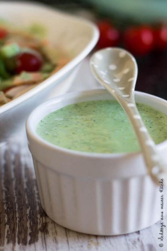 Joghurt-Kräuter-Dressing