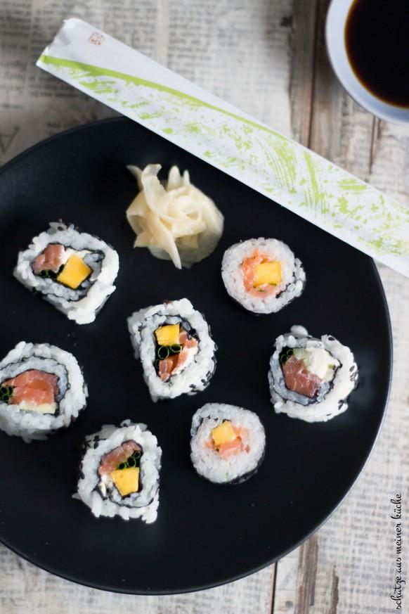 Sushi mit Lachs und Mango