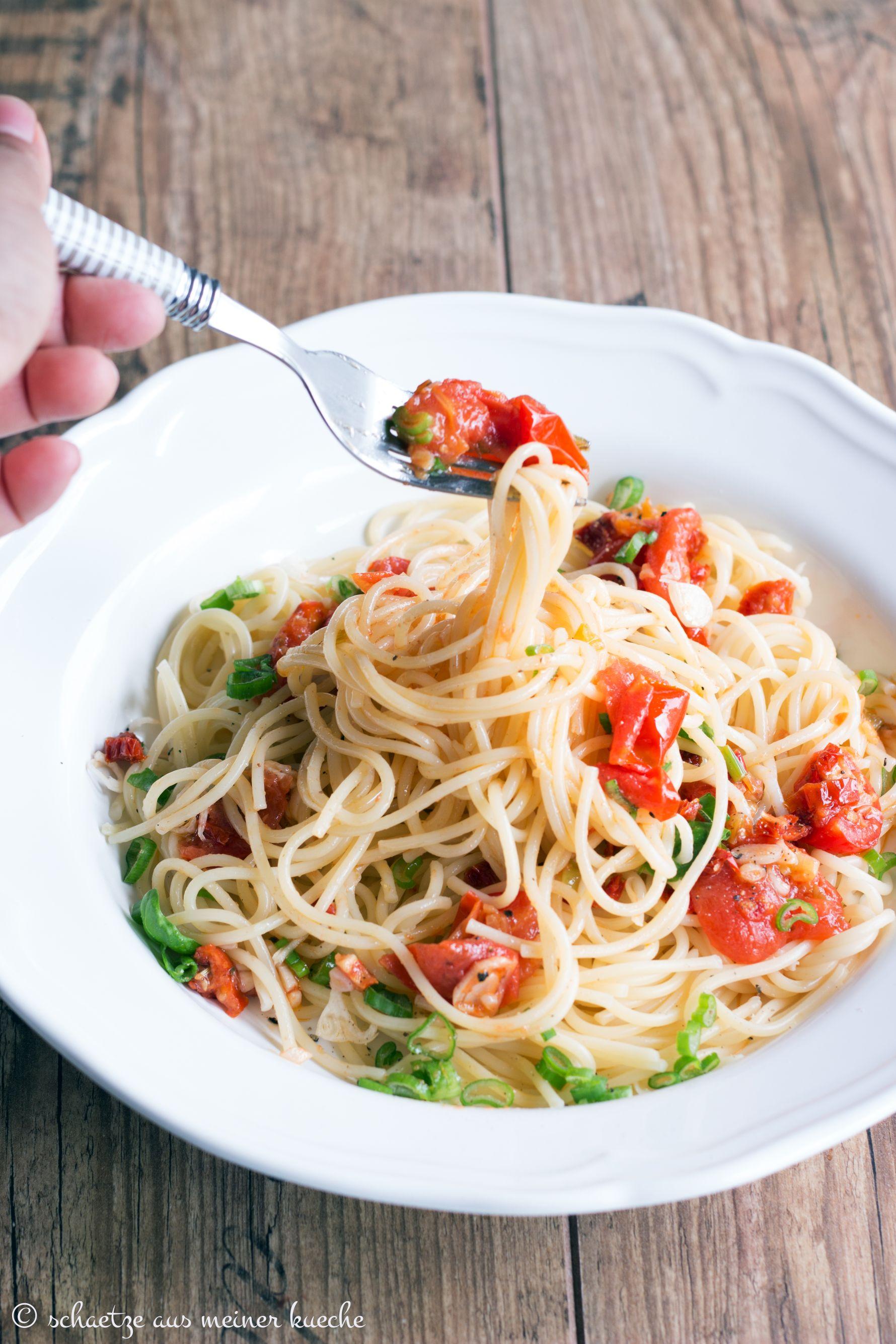Spaghetti Aglio e Olio Pomodoro