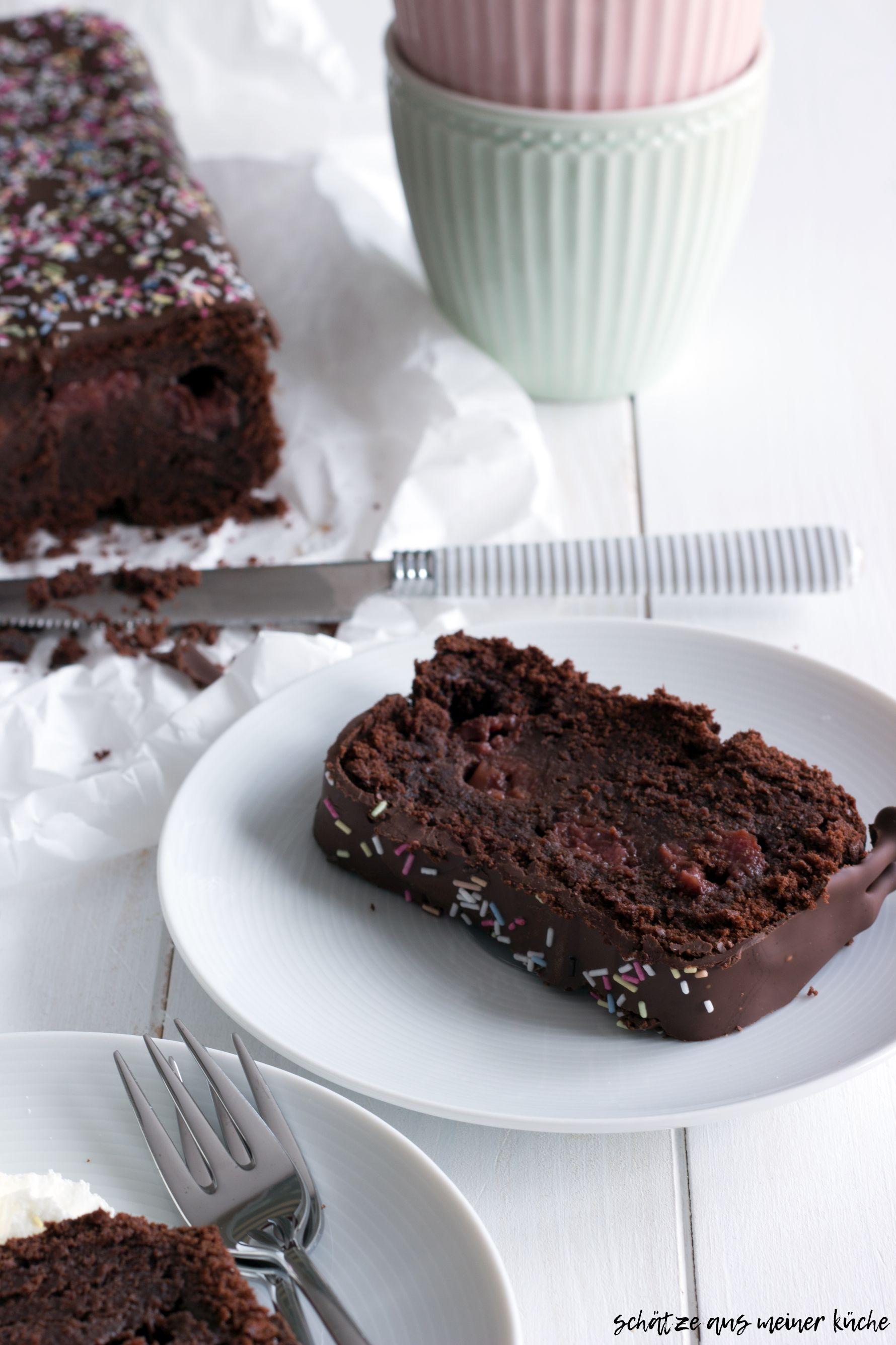 Schokoladenkuchen mit Zimtkirschen