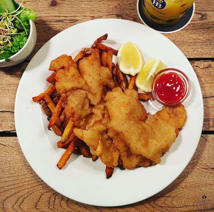 Wiener Schnitzel Spezlwirtschaft Bayrische Österreichische Küche München Saftige Steaks