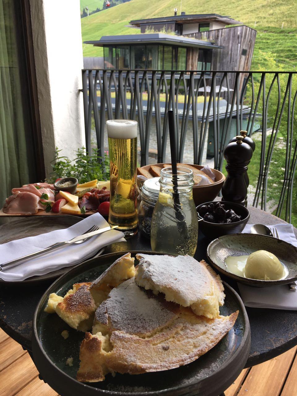 Balkon Suite Nachmittagsjause Jausenbrettl Kaiserschmarrn