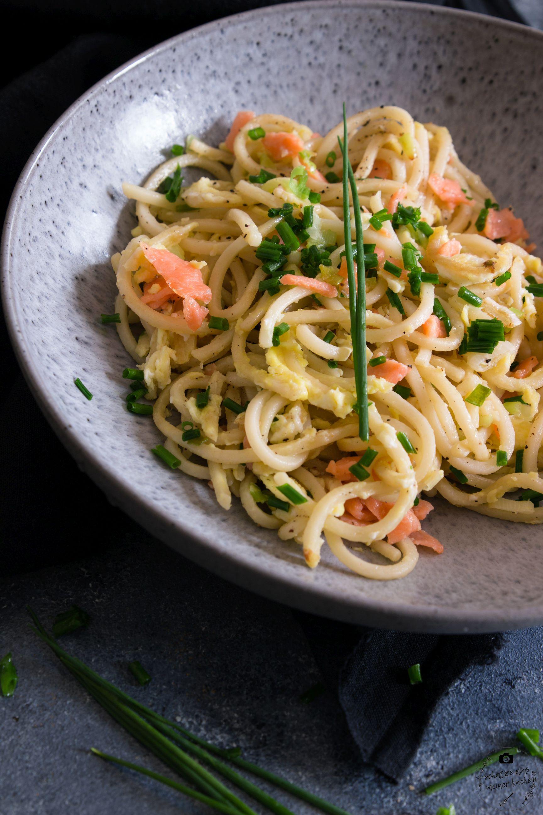 Gebratene Spaghetti mit Lachs