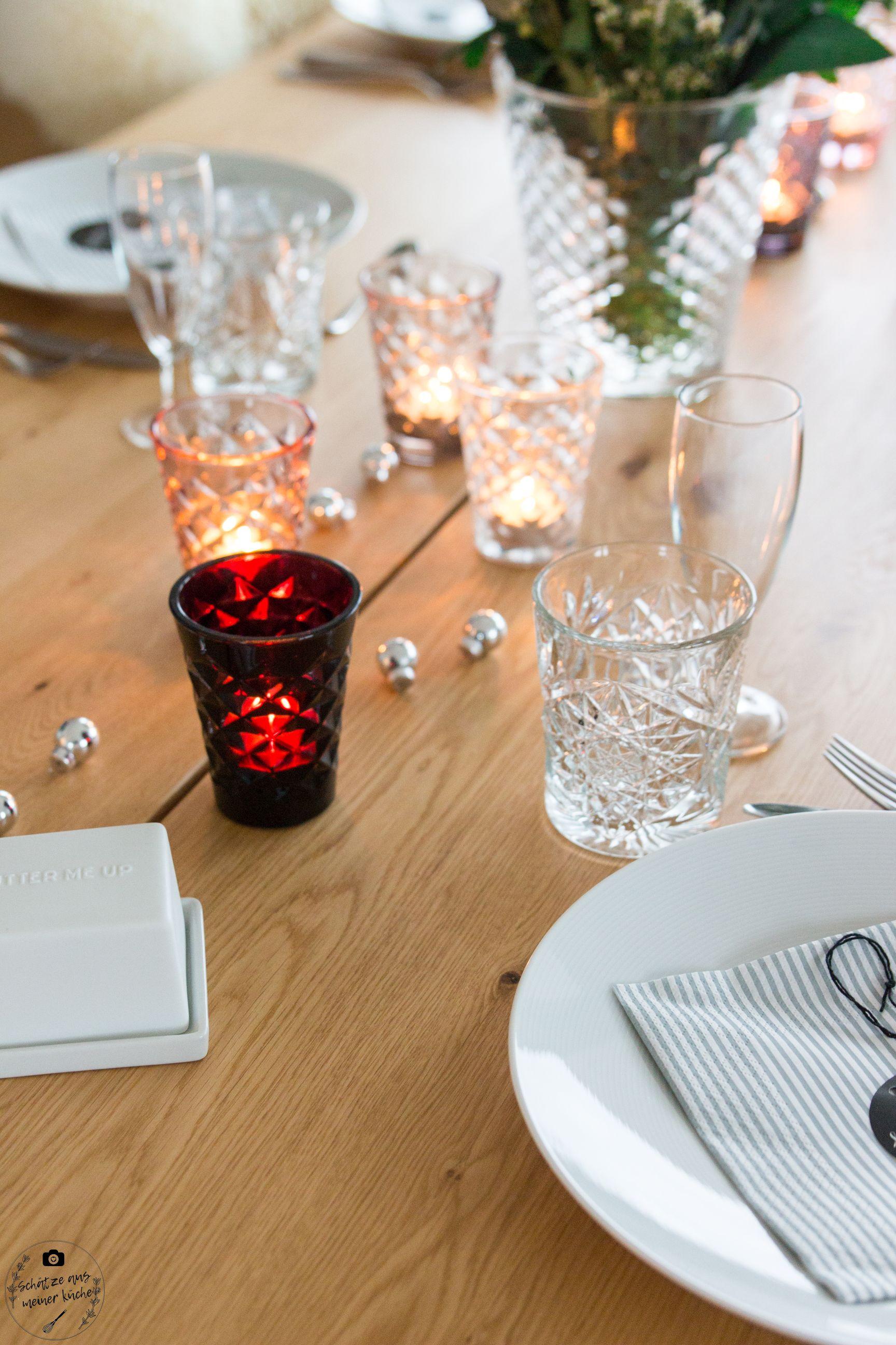 ediths gedeckter Tisch Teelichtgläser Vase