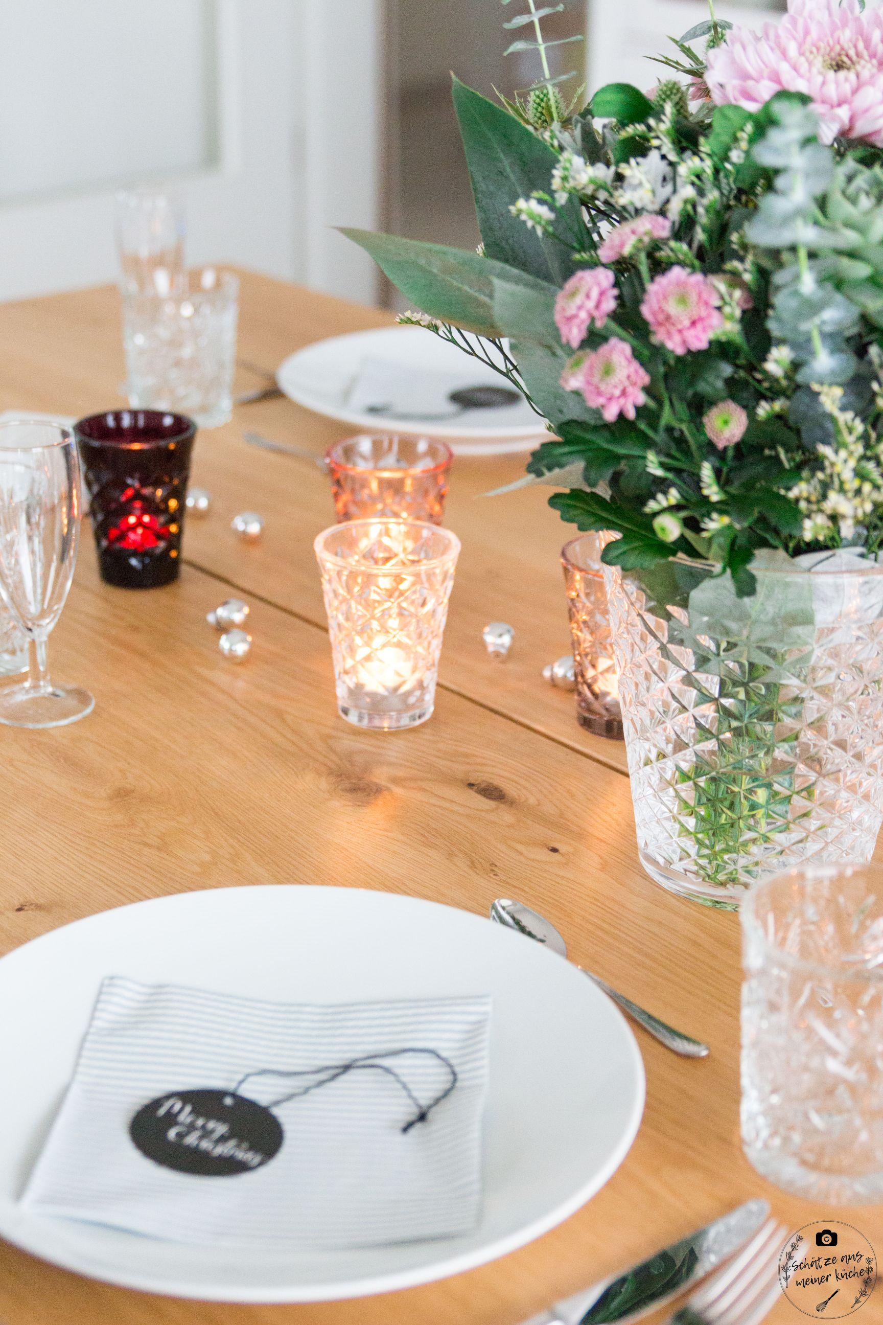 ediths gedeckter Tisch blumen vase tinekhome