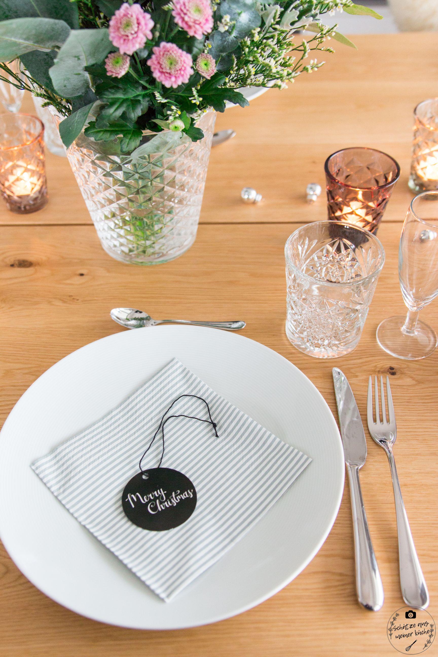 ediths gedeckter Tisch vase tinekhome merry christmas anhänger serviette