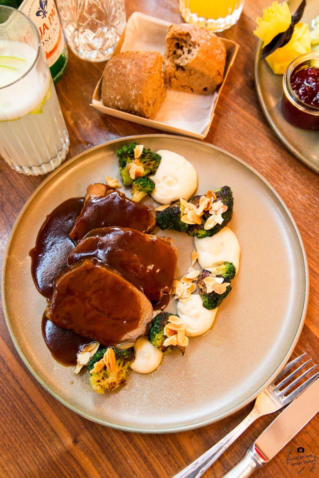 Schwarzreiter Tagesbar Kalbsschulter mit Pastinake und Mandelbrokkoli